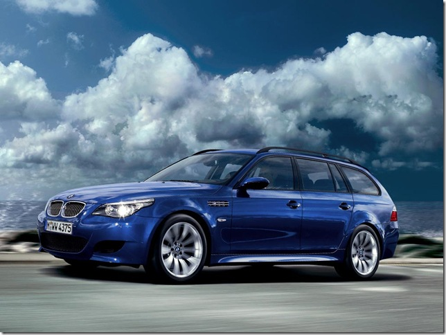 BMW M5 Touring in lovely blue